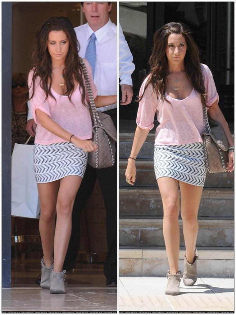 CANDID Ashley en train de faire les boutiques avec sa mére, le 30/06/2011