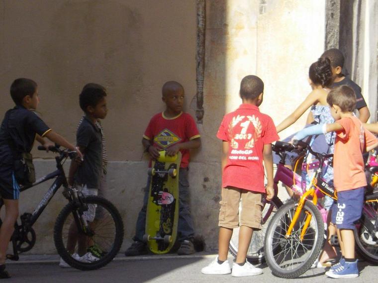 Enfants dans les rues de Marseille