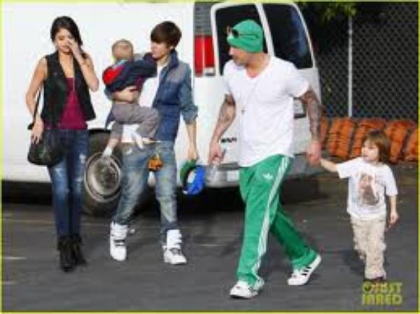 suite du photoback selena et justin (part 3)