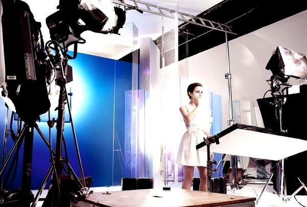 . ● De nouvelles photos du shoot réalisé par M.Testino pour Lancôme sont apparues..