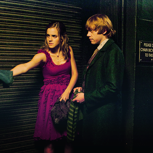 . ● De nouvelles photos en HQ d'Harry Potter sont apparues.. .