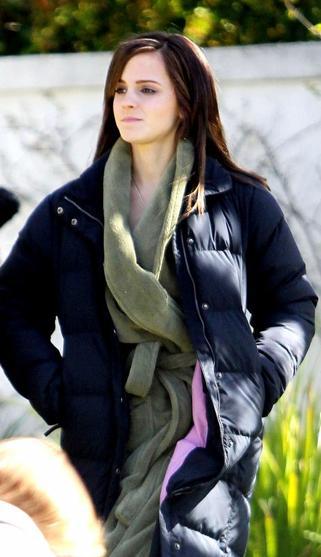 """. ● Emma a été vue sur le plateau de """"The Bling Ring"""" à Calabasas. Que pensez-vous de ses nouvelles extensions ? La préfèriez-vous avant ? ."""