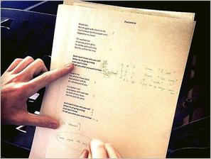 . ➜ Emma a collaboré avec 2 musiciens Islandais et se lance dans la musique..