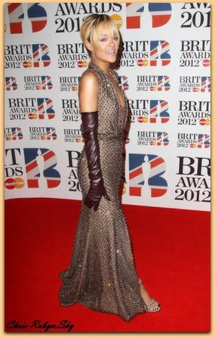 """Rihanna Brit Awards """"Londre"""" 2012"""