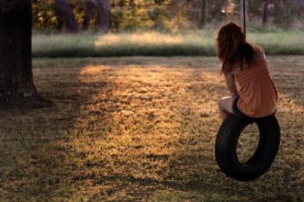 ★  Dans la plupart des histoires d'amour deux personnes tombent amoureuse l'une de l'autre. Mais nous dans tout ça? Qui raconte nos histoires ? Celles où l'on tombe amoureux en solitaire. Nous sommes les victimes des relations à sens unique, nous sommes les amoureux maudits, nous sommes les sans amours... ★