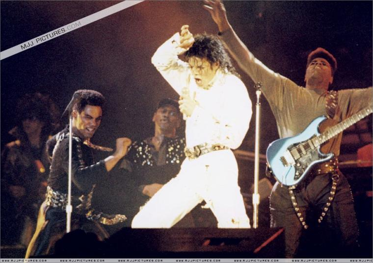 Working Day And Night - Bad Tour