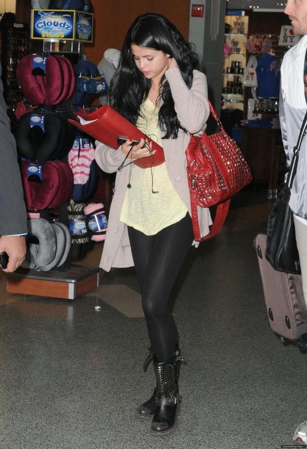Selena quittant L.A et Arrivant a New York