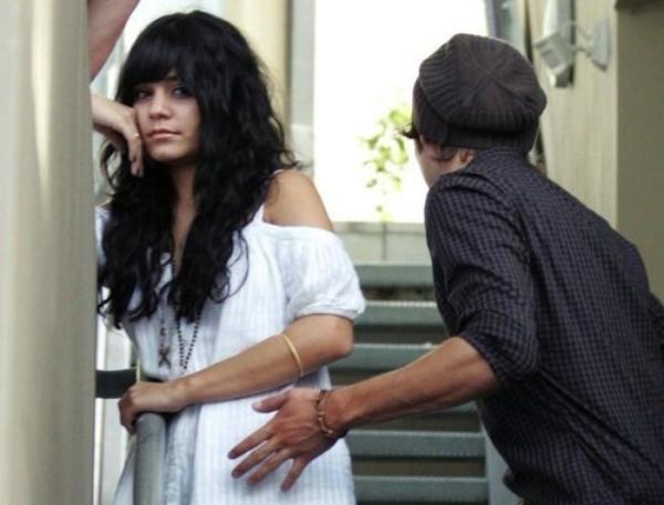 AlonePregnant « Tu es le reflet de ma stupidité, mon amour pour toi ma aveugler. » mise à jours:04/12/2011