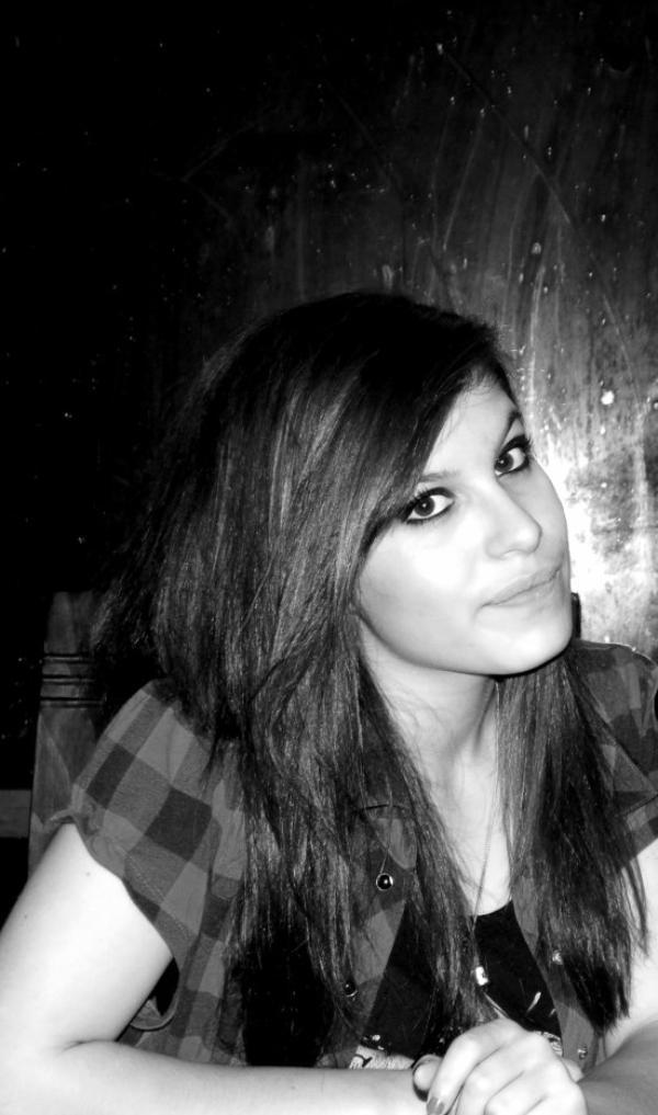 L'amour c'est comme une cigarette, sa fume et sa monte à la tête, sa pique les yeux, sa fait pleurer, et sa s'envole en fumée...