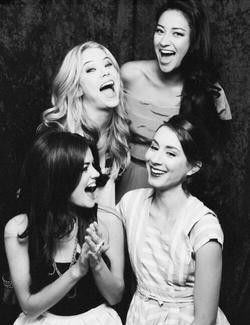 """""""Ne t'attarde pas sur les détails au risque de rater ce qui est devant toi."""" Alison, Pretty Little Liars."""