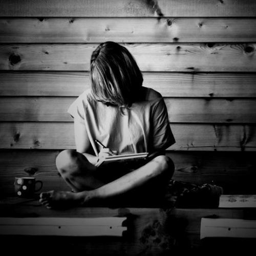 L'écriture n'est plus une passion depuis bien longtemps. Elle est devenue un besoin.