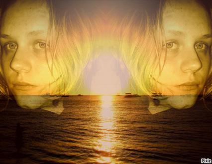 moi avec un montage au bord de la mer :) trop beau vous trové pas