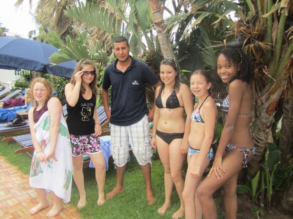 Les Miss France avec le Maître nageur...