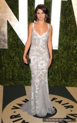 Selena magnifique en Dolce&Gabbana aux Oscars