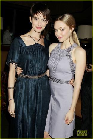 Anne Hathaway/ Amanda Seyfried