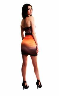 Petite robe courte au couleur chaude..............Par Queenyla-Création