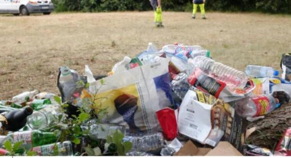 Concarneau. La grande fête lycéenne laisse des monticules de déchets