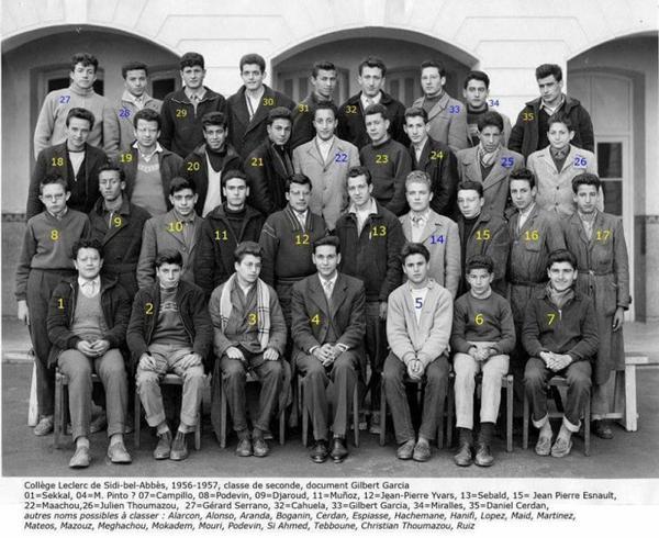 Hanifi Kaddour figure sur une photo de classe Collège Leclerc (Lycée El Haoues) Sidi Bel Abbes.