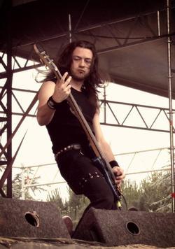 Départ de Yves Huts, bassiste depuis 2002