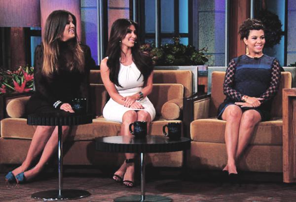 14\05\12 kim, Kourtney et Khloe était avec ses soeurs sur le plateau Today Show avec Jay Leno
