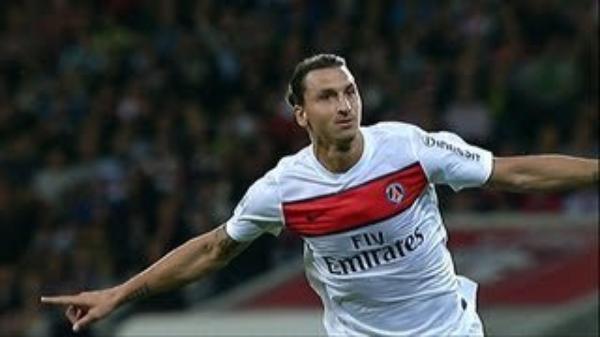 LE ZLATAN IL SURVOLE LA FOOTBALL !!!!