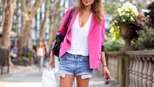Pour moi le blazer rose est une piece INDISPENSABLE dans ma garde robe ! Vous pouvez on trouvez a H&M  ,Zara... Moi on me la offre pour mes 16 ans l'année derniere ;)
