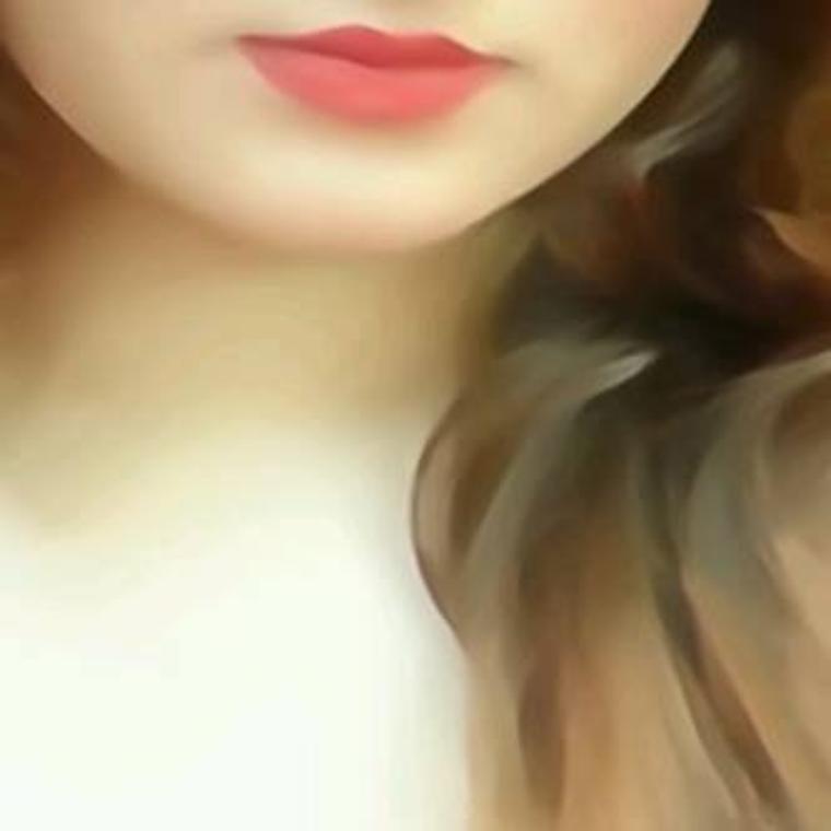 انها تنظر ولا تتكلم .. فالصمت طبعها .. ترى ما بداخلها .. ما يسكن اعماقها .. وتعلم مالم يعلمه .. فكل اسرارها لها .. شديدة الذكاء .. ولا تظهر سوى غبائها.. تحب كل البشر .. ولا تجد حقدا بقلبها .. انها هى .. كما هى .. لا احد مثلها .. اعرفتم من هى ؟ .. فهى هى ..!