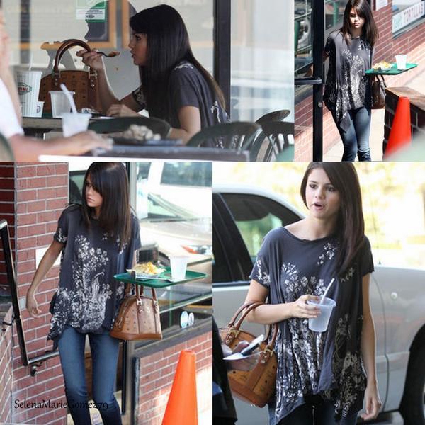Selena a été vue aujourd'hui à Los Angeles, déjeunant au Poquito Mas en compagnie de sa mère.
