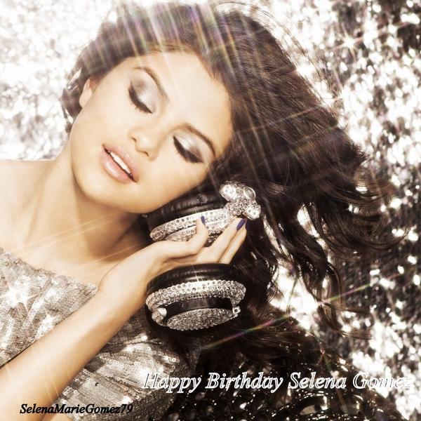 Aujoud'hui 22 juillet Selena fete son 19 éme anniversaire :)