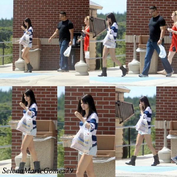 Le 30 juillet, Selena a été vue faisant quelques courses à Clearwater en Floride.