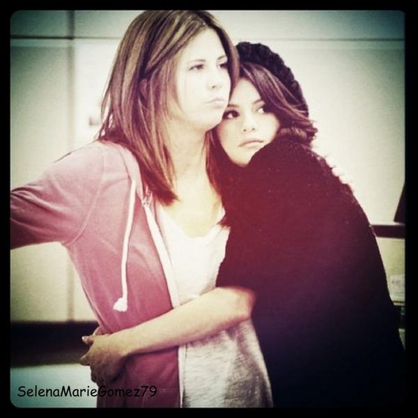 """Nouvelle photo instagram de selena avec le message suivant """"Ma mère me manque énormément """""""