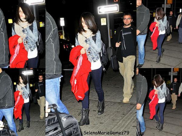 Le 30 décembre Selena a été vue arrivant à l'aéroport JFK de New York