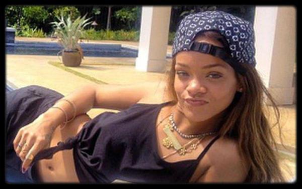 Booba Visite Le Stade San Siro Du Milan AC Avec Prince Boateng (Video) / Rihanna dément les rumeurs de grossesse / CARLA BRUNI-SARKOZY CLAME SON AMOUR À NICOLAS SARKOZY / Amber Rose se tatoue un portrait de Wiz Khalifa! / BEYONCÉ ET JAY Z MILLIARDAIRES / Jay Z en couverture du Time