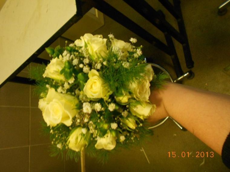 Bouquet de demoiselle d'honneur en micro.
