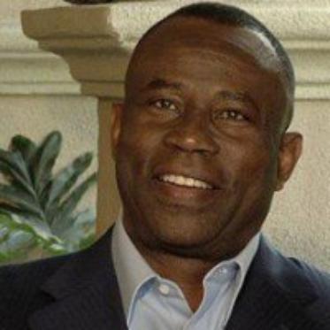 Turks and Caicos : un Haitien achète la compagnie d'avion pour laquelle il travaillait en tant que balayeur.