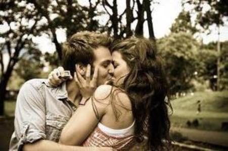 L'amour est comme une petite lueur, elle est passagère et peut s'eteindre à tout moment..