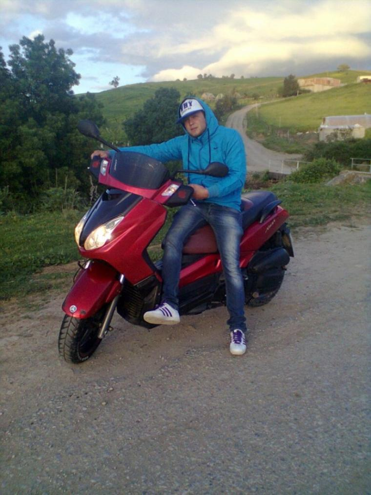 moi avec ma moto xmax yamaha125km