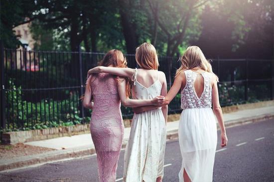 « Il y a des amis qui mènent à la ruine et d'autres qui sont plus chers qu'un frère.. »