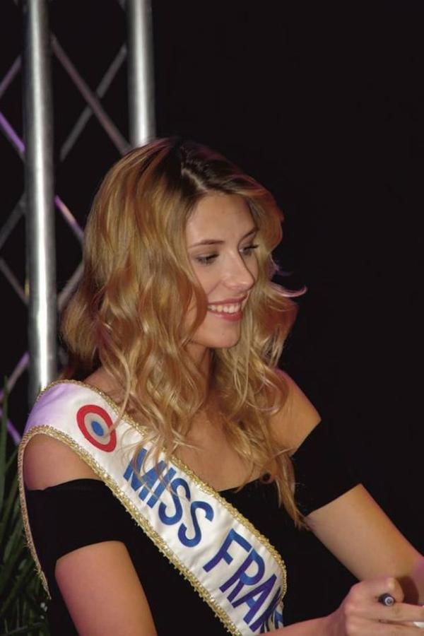 Camille - Séance de dédicaces Leclerc Lumbres