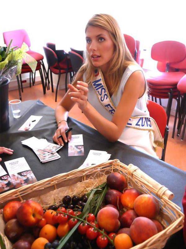 Camille - Séance de dédicaces Auchan Rocq