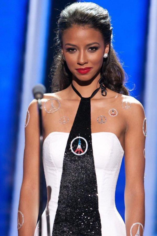 Flora - Finale Miss Univers 2015