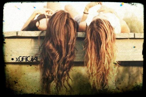 • Les amis sont les anges qui nous soulèvent quand nos ailes n'arrivent plus à se rappeller comment voler . Anonyme