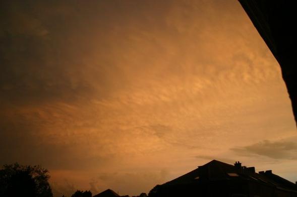 Un ciel étrange .. Mais magnifique .. !