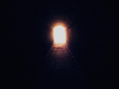 Fanfiction n°1  Fausse Paix - Prologue : Au bout du tunnel