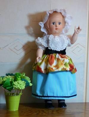 Françoise s'habille en laitière : Modes et Travaux février 57