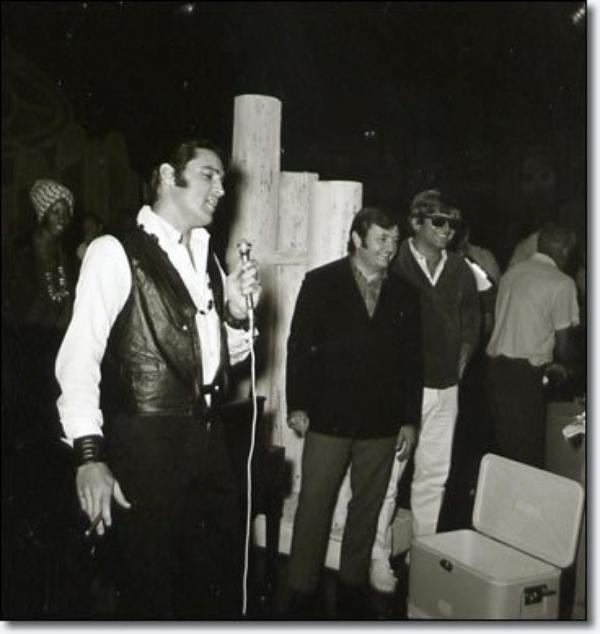 Anniversaire colonel Tom Parker sur le tournage de The '68 Special