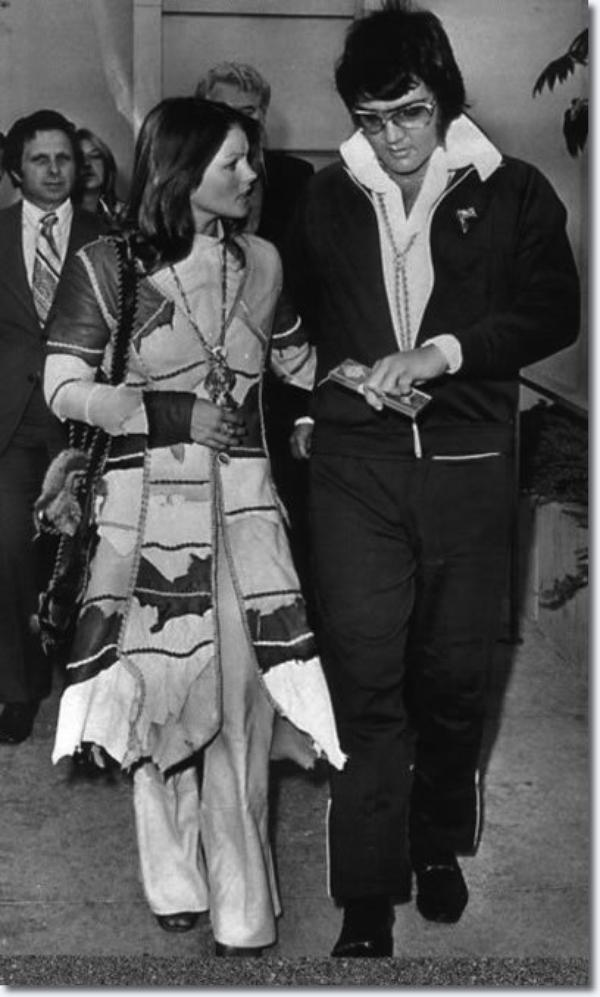 Comparution devant le tribunal de divorce d'Elvis et Priscilla: le 9 octobre 1973