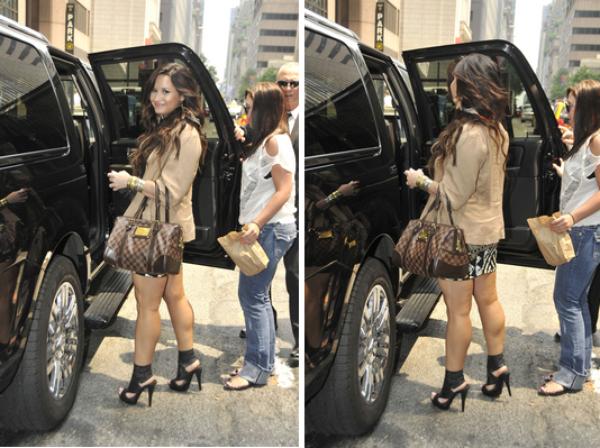 Demi sortant d'une réunion à Manhattan, New York, avec sa meilleur amie, Marissa