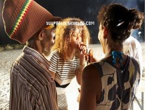 .       TOURNAGE DE CLIP Début 08.2011: Trey, J.Cole & Rihanna sur le tournage de Can't Get Enough   .
