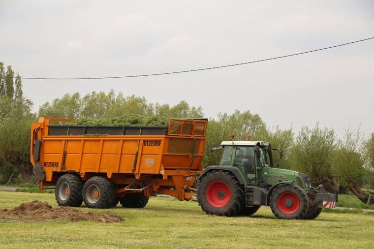 Gras hakselen 2015 met Vergauwe - John Deere 7380 op test